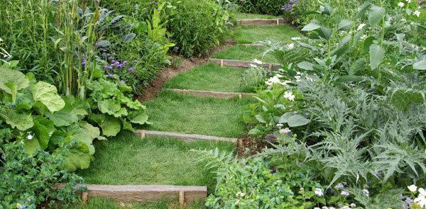 Aménagement du jardin : escalier en traverses