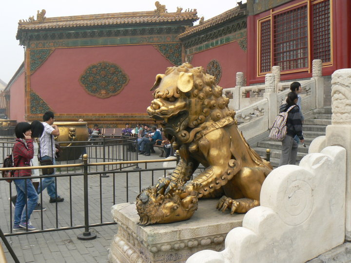 Statue plaquée or.