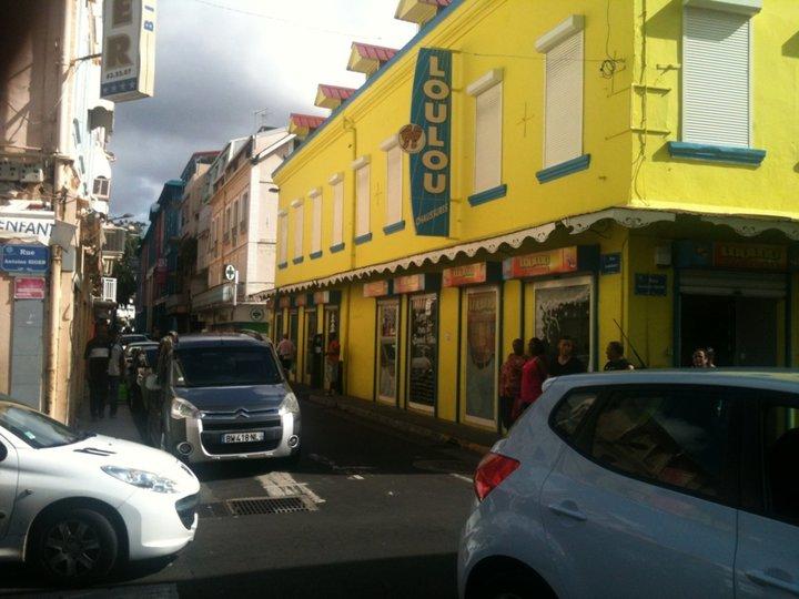 Une rue colorée de fort de france