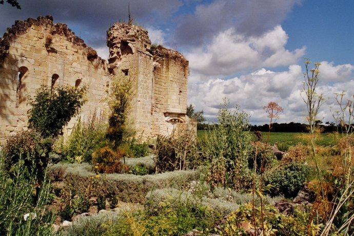 Jardin médiéval de plantes aromatiques et médicinales de la Commanderie de Sallebruneau