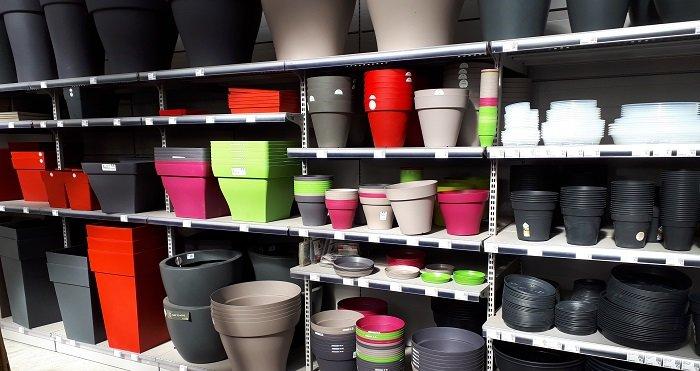 Large choix de pots, bacs et soucoupes