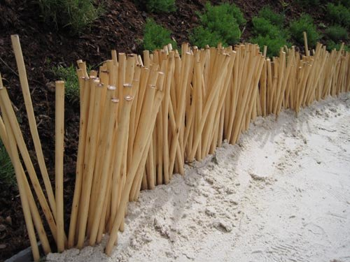 Bordure de bambous ordonnés