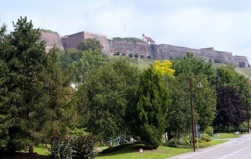 Les monumentaux remparts de la Citadelle