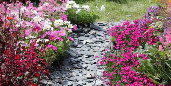 Mixer le jardin minéral et végétal
